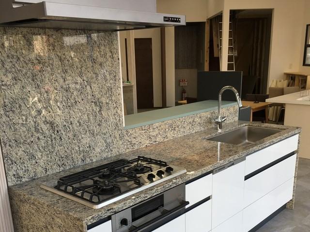 石のキッチン