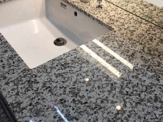 石天板の洗面化粧台