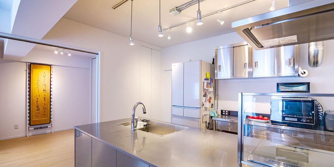 名古屋市千種区の施工事例 輝くステンレスのオープンキッチン