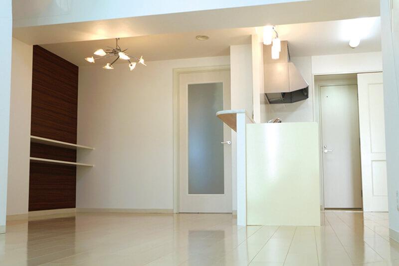 尾張旭市の施工事例 白で統一した明るい空間に大容量のウォークインクローゼット