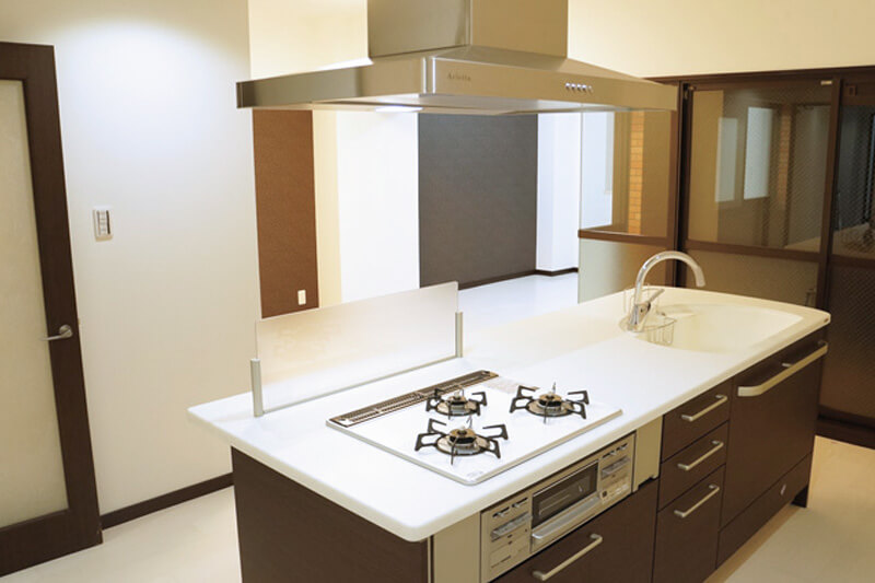 尾張旭市の施工事例 2LDKに間取変更し、使い勝手のよいアイランドキッチンに