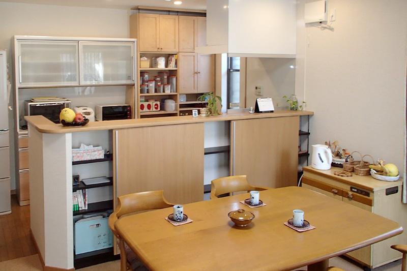 名古屋市南区の施工事例 ご家族とのコミュニケーションを楽しめる開放的なキッチンに