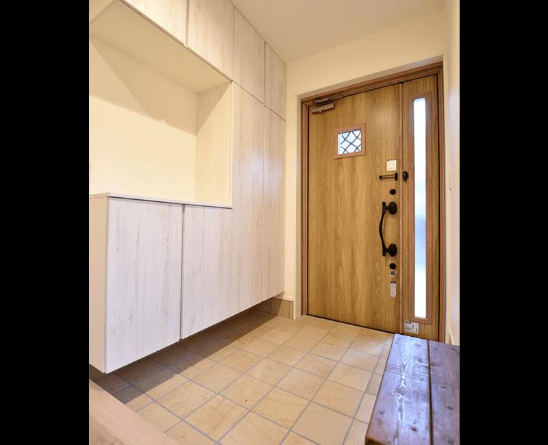 カフェ風のタイル玄関