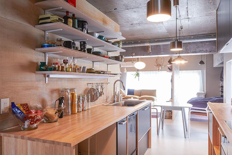 さまざまな商品を組み合わせた、自由なサイズ感のキッチン