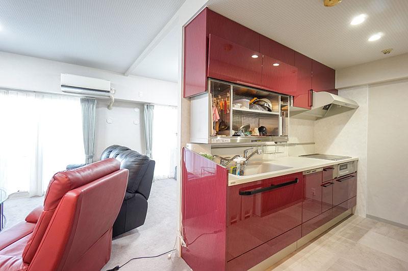 電動昇降戸棚が便利なシステムキッチン「ベリー」