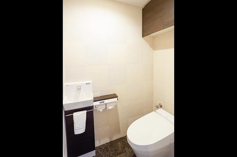 シンプルながら収納性も高いトイレ