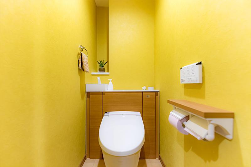 イエローで統一されたトイレ