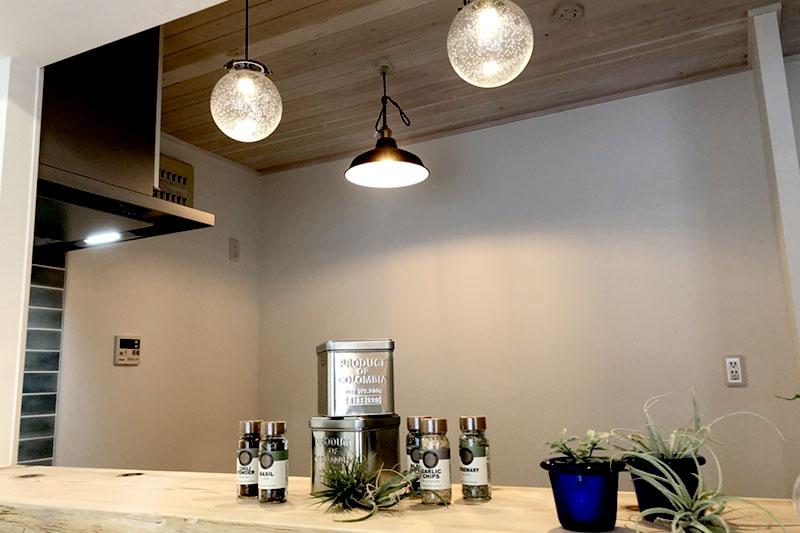 杉の一枚板のキッチンカウンター
